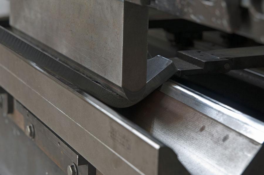 Pressopiegatrici oleodinamiche: per quali processi industriali si utilizzano